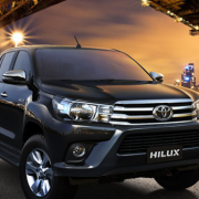 Giá xe Toyota Hilux 2.4E AT 2019